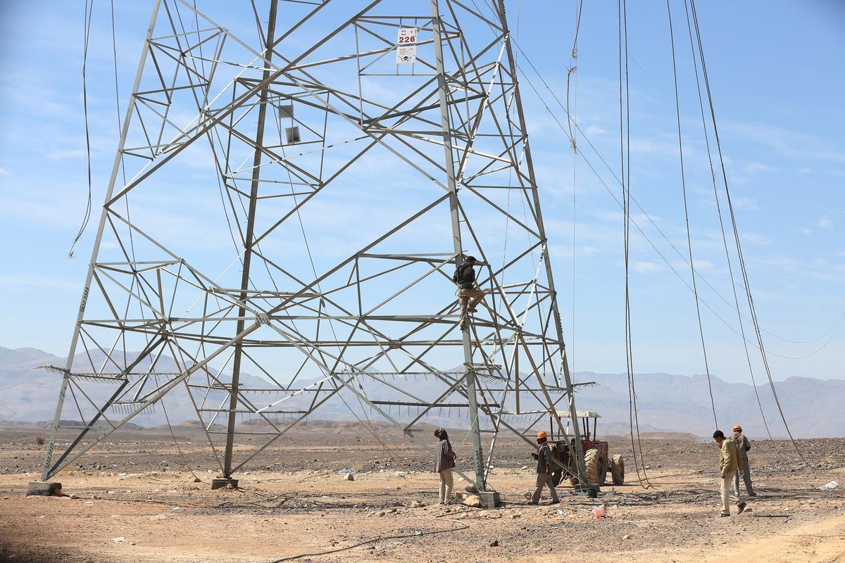Photo of الحكومة توجه بإصلاح خطوط نقل الكهرباء تمهيداً لعودة التيار من غازية مارب