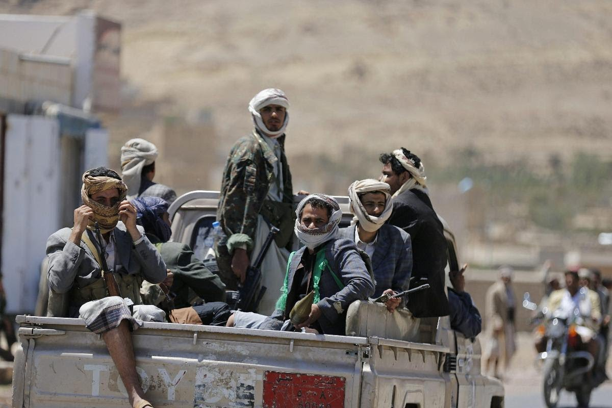Photo of مليشيات الحوثي و صالح تدفع بوحدات جديدة من القناصة  إلى مدينة الحديدة غربي اليمن