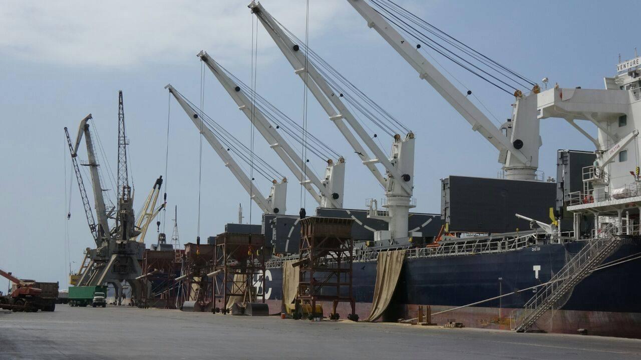 Photo of 9 مليارات ريال إيرادات المليشيا من ميناء الحديدة خلال شهر.. لماذا لا تصرف مرتبات الموظفين؟