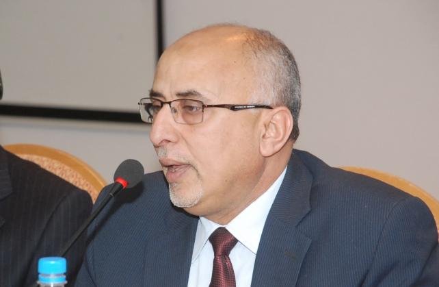 Photo of وزير يمني يطالب المنظمات الأممية باتخاذ معايير وضوابط في تسليم المعونات الإغاثية