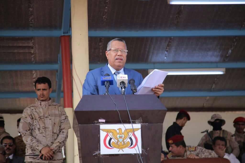 Photo of رئيس الحكومة اليمنية يحذر من سقوط الجمهورية والسيطرة على السلطة بالقوة
