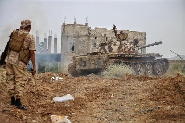 Photo of الأحمر يشيد بانتصارات الجيش ضد الحوثيين في تعز وسط اليمن