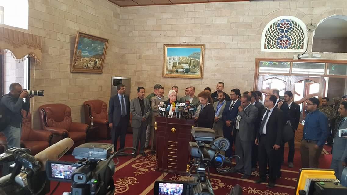 Photo of جماعة الحوثي تطالب المبعوث الأممي بدفع الرواتب وفتح مطار صنعاء قبل أي مفاوضات