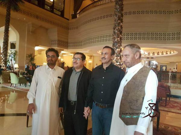 "Photo of نجل صالح يجري لقاء مع ""شخصيات قبلية"" في أبوظبي ويتعهد بتنفيذ ""وصايا والده"""