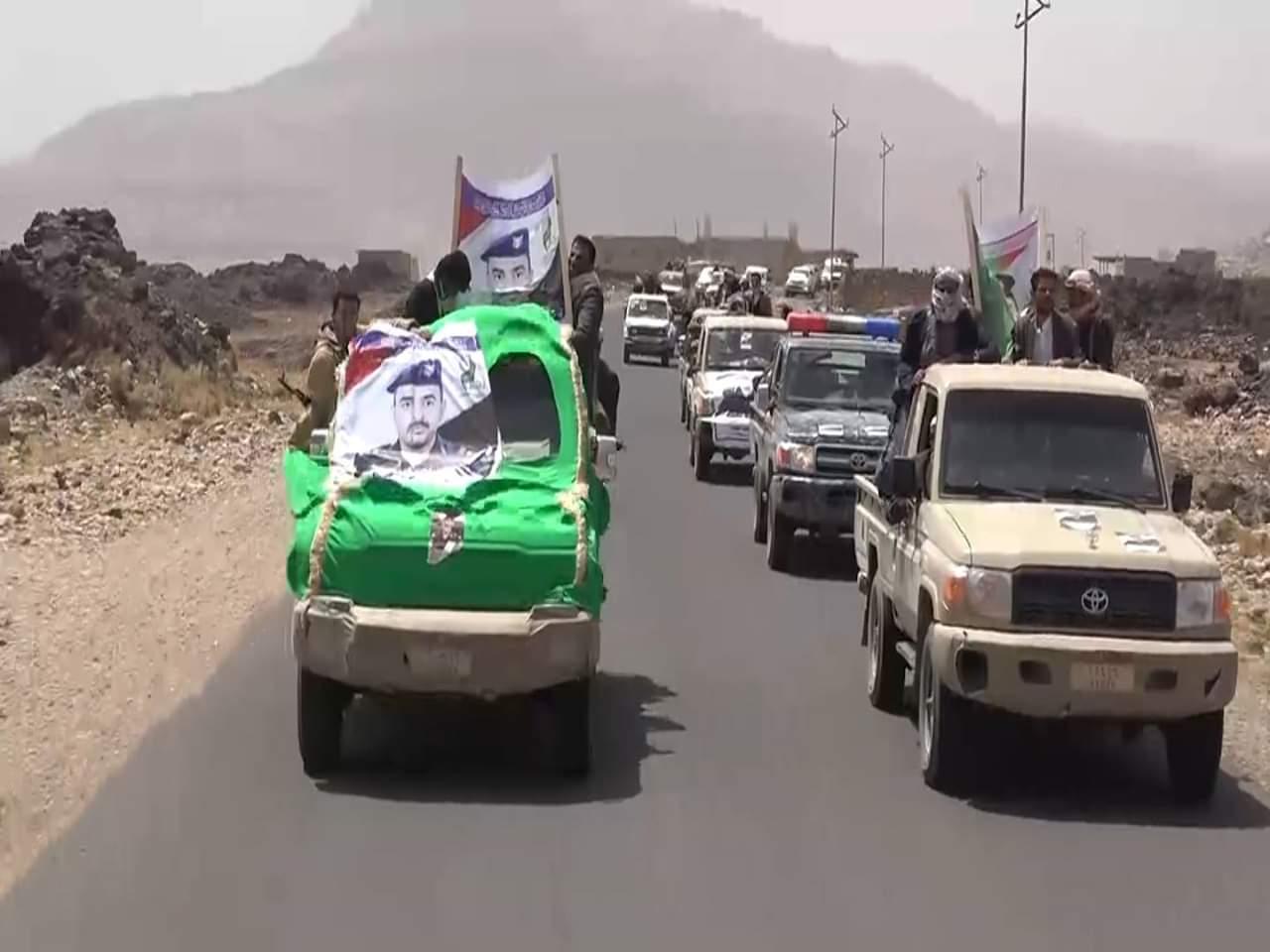 Photo of جماعة الحوثي تشيع ثلاثة قادة عسكريين قتلو في معارك حجور شمالي اليمن