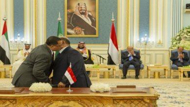 "Photo of ""اتفاق الرياض"".. التوقيع الذي سُلمت فيه سيادة اليمن وشرعيتها لقوة أجنبية"