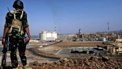 """Photo of """"تقرير اقتصادي"""" يكشف دوافع الإمارات لتعطيل تصدير النفط والغاز اليمني"""