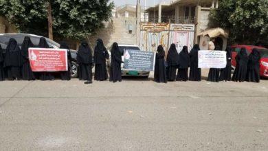 """Photo of """"أمهات المختطفين"""" تستنكر تجاهل اجتماعات الأردن لدعوات الإفراج عن المعتقلين"""