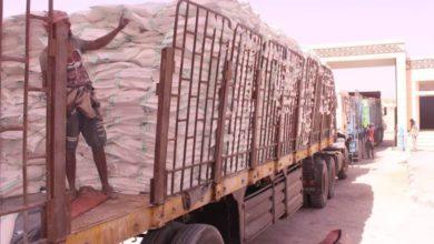 "Photo of وصول 107 قاطرة عمانية إلى محافظة ""المهرة"" تحمل مساعدات رمضانية"