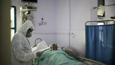 """Photo of اليمنيون في تعز يلجؤون للطلب التقليدي لعلاج """"المكرفس"""" في ظل تفشي كورونا (تقرير خاص)"""