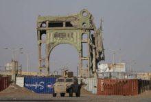 Photo of مواجهات عنيفة بين القوات الحكومية ومليشيا الحوثي في الحديدة
