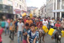 Photo of احتجاجات غاضبة ضد انقطاع المياه في عدن والحكومة تقول إنها وضعت حلول عاجلة