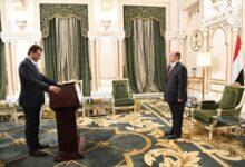 Photo of محافظ عدن الجديد يؤدي اليمين الدستورية أمام الرئيس هادي