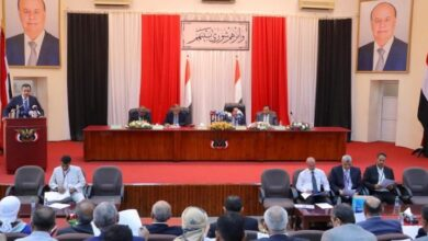 "Photo of برلمانيون يمنيون يستنكرون إخراج البرلمان عن مهامه وإقحامه في ""المماحكات السياسية"""