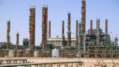 """Photo of """"ليبيا"""".. إعادة تشغيل أكبر """"حقل نفطي"""" في البلاد بعد التزام """"حفتر"""" بإنهاء العراقيل"""