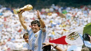 """Photo of وفاة أسطورة كرة القدم الأرجنتينية """"دييجو مارادونا"""" بسكتة قلبية"""