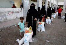"Photo of اليمنيون يخشون زيادة حياتهم بؤساً إذا تأثرت ""الحوالات الخارجية"" بتصنيف الحوثيين ""إرهابيين"" (تقرير خاص)"