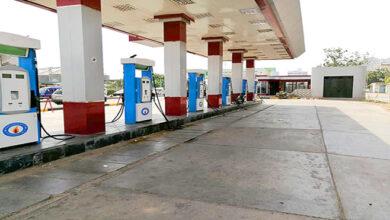 Photo of عدن.. أزمة خانقة في الوقود بسبب إضراب عمال المصافي