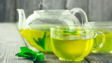 Photo of ماذا يحدث لجسمك عند شرب الشاي الأخضر يومياً؟